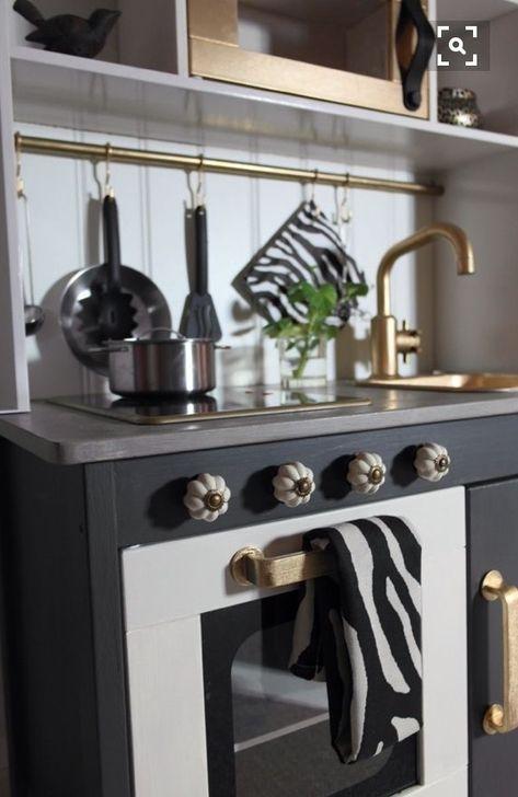 a y est j ai r ussi d goter la cuisine pour enfant. Black Bedroom Furniture Sets. Home Design Ideas