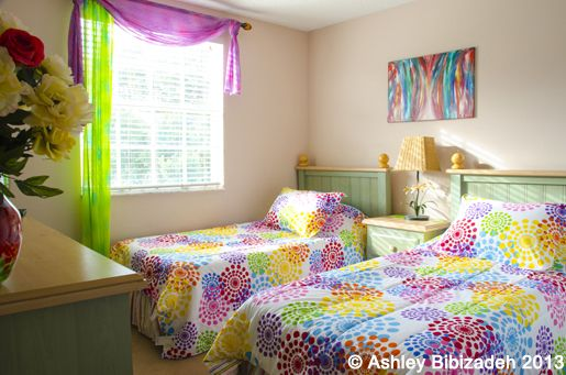 The TWIN BEDROOM is bright and colourful, with luxury bed linen, Cable TV, ceiling fan, and air conditioning.