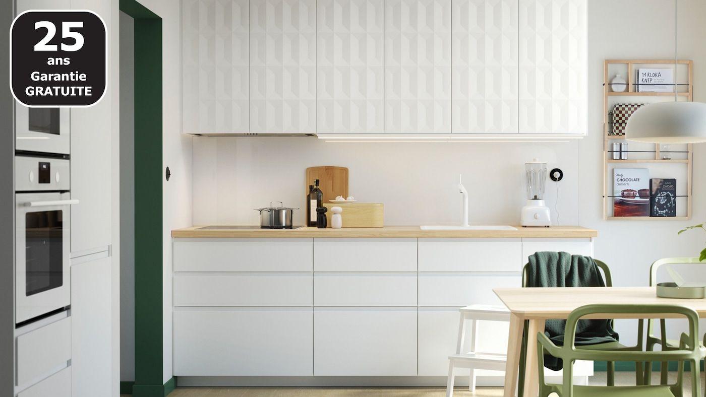 Page Finitions Cuisine Voxtorp Blanc Brillant En 2020 Designs De Petite Cuisine Cuisine De Petit Appartement Cuisine Moderne Blanche