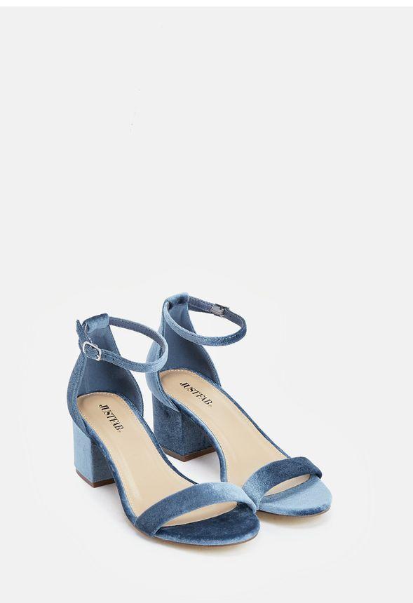 Estas sandalias combinan el estilo sexy con la comodidad necesaria para el  día a día. De tacón ancho y bajo, podrás llevarlas de día o de noche.