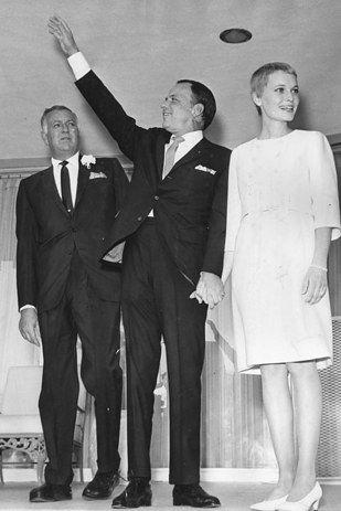 mia farrow and frank sinatra, 1966   eternos   casamiento, novios y