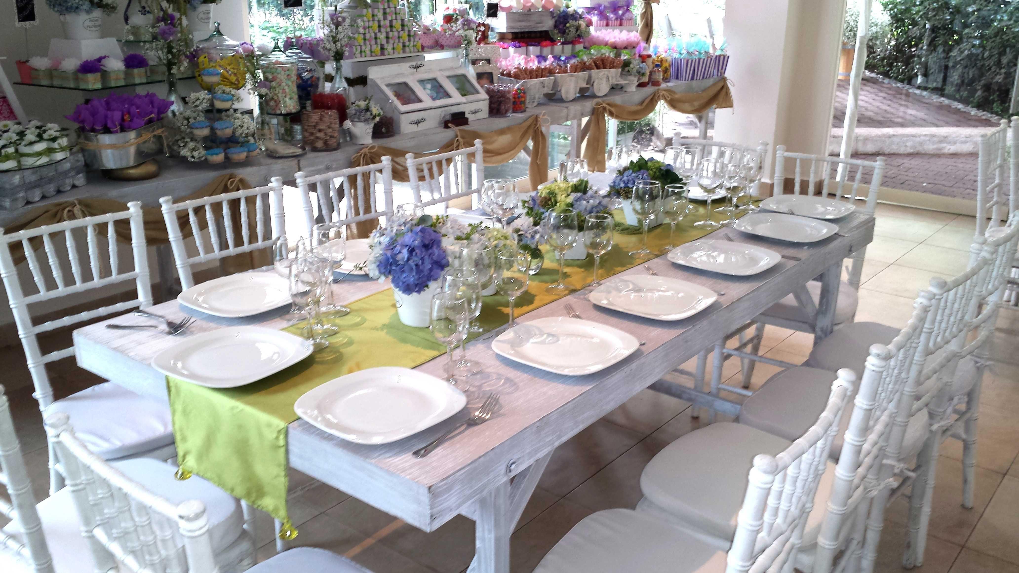 Mesas vintage mesa de dulces gastro uno banquetes for Sillas para novios