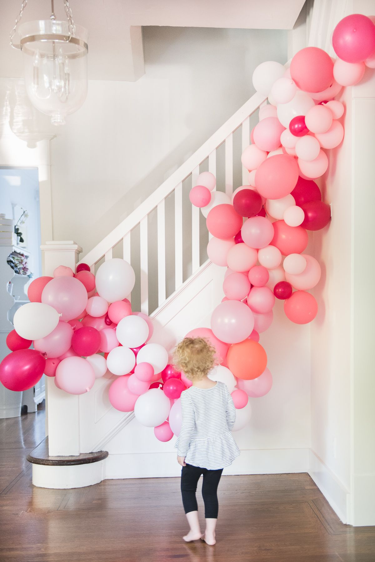 Easy diy balloon arch tutorial without chicken wire for How to build a balloon arch