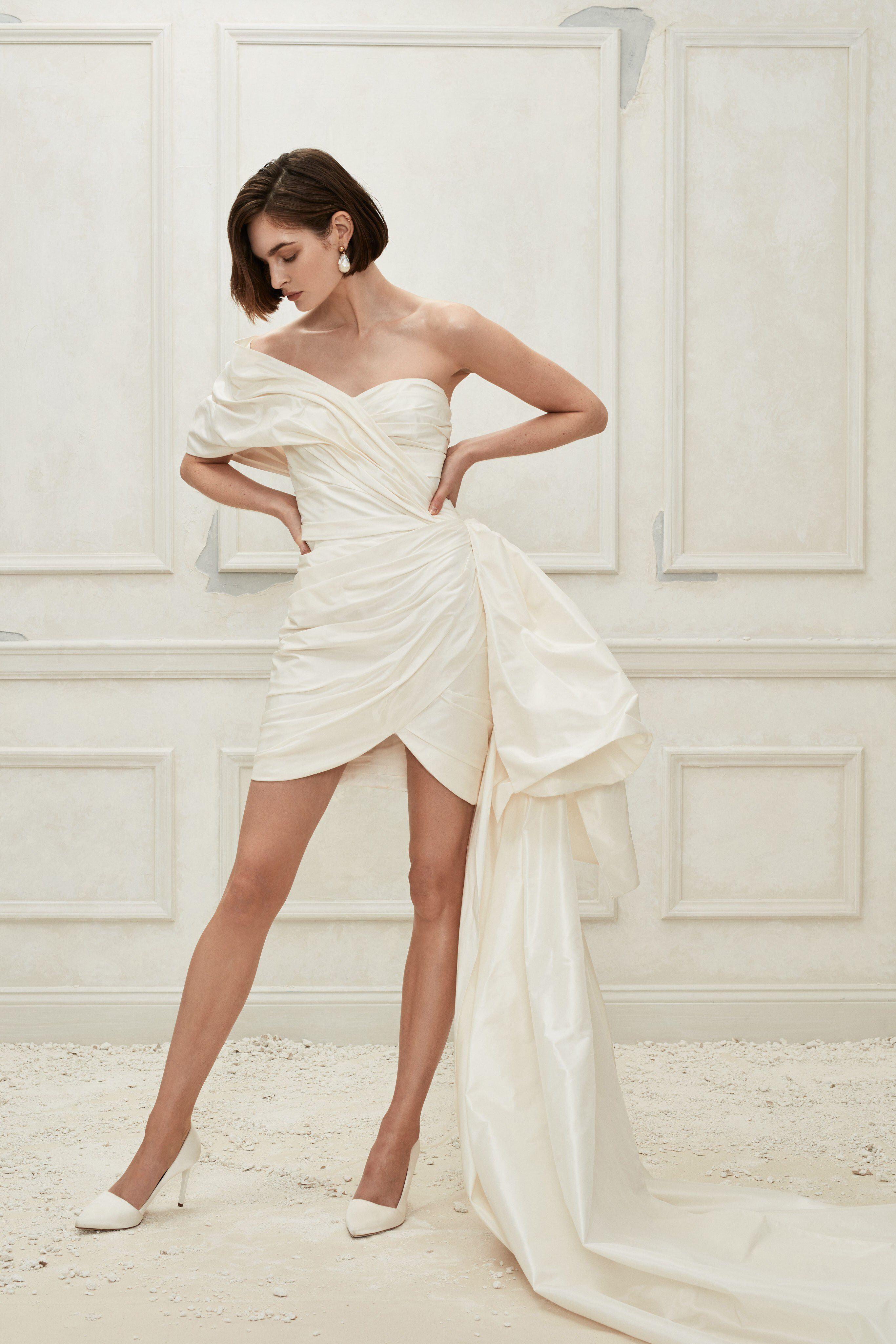 f4b6ab1487f Oscar de la Renta Fall 2019 Bridal Fashion Show Collection  See the  complete Oscar de la Renta Fall 2019 Bridal collection. Look 7