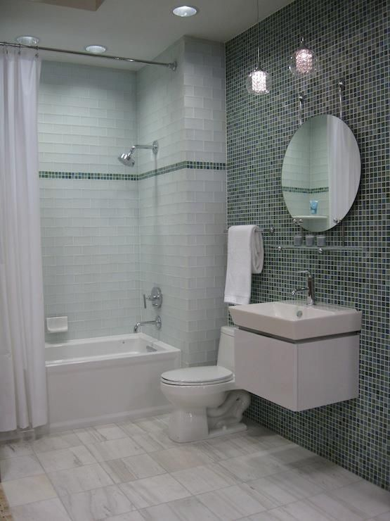 Mixed silver glimmer glass wall tile in bathroom and frosted white subway shower also mostrar dani as pastilhas de vidro banheiros pinterest interiors