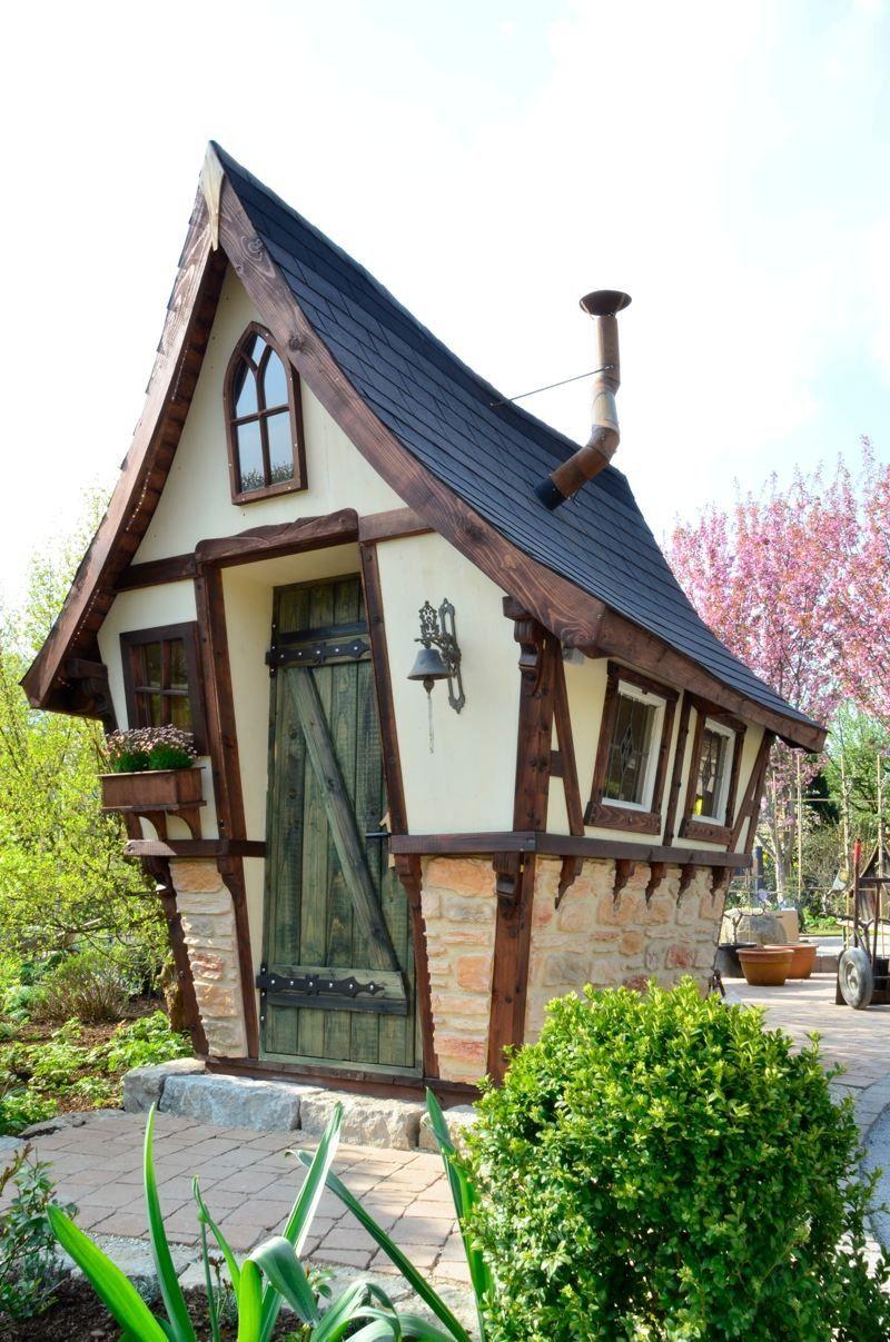 Petite maison en bois pour enfants for Petite maison design