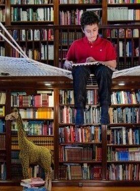 Schwebendes netz f r kinder in der bibliothek mein erster schultag - Netz kinderzimmer ...