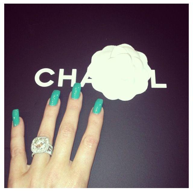 Khloe Kardashian teal nails | hands beauty | Pinterest | Khloe ...