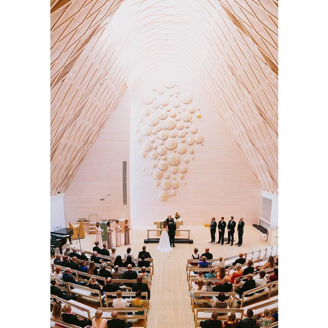 Kuokkalan kirkko on niin kaunis! #weddings #weddingphotography #häät #häävalokuvaus  #vsco #vscocam #valokuvaus #photography #bride #dress #weddingdress #beautiful #girl #church #groom #häät2015 #hääinspiraatio #kuokkala #kuokkalankirkko #kirkko #naimisiin by lentopelko