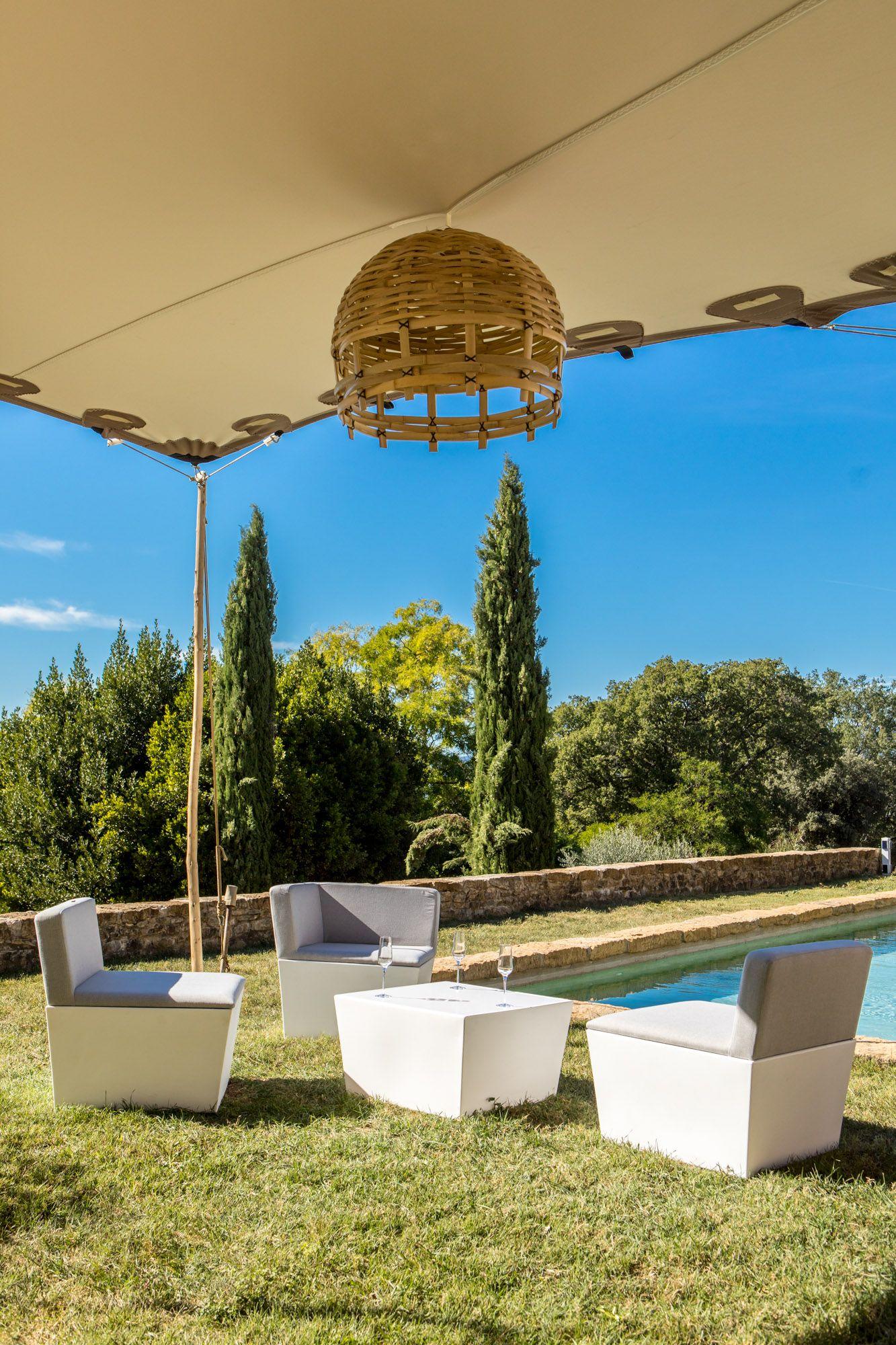 Design et épuré, notre mobilier lounge cône gris s ...
