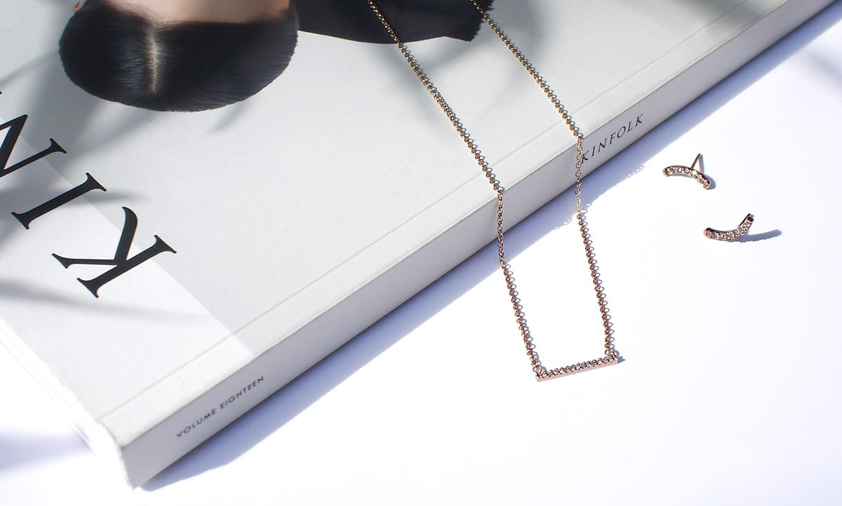 Rose gold necklace and earrings with cognac diamonds / #joiasliê #rosegold #finejewelry #minimaljewelry #minimalchic