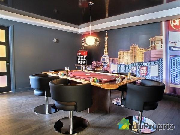 Salle de jeux de style #moderne avec #SuspenduSimple   #Modern
