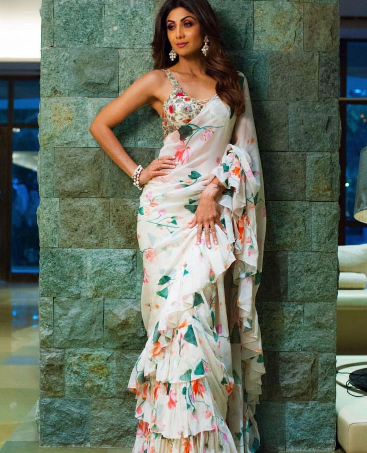 33200e36b32e95 Oh my, prettiness | Beau | Modern saree, Blouse designs, Saree