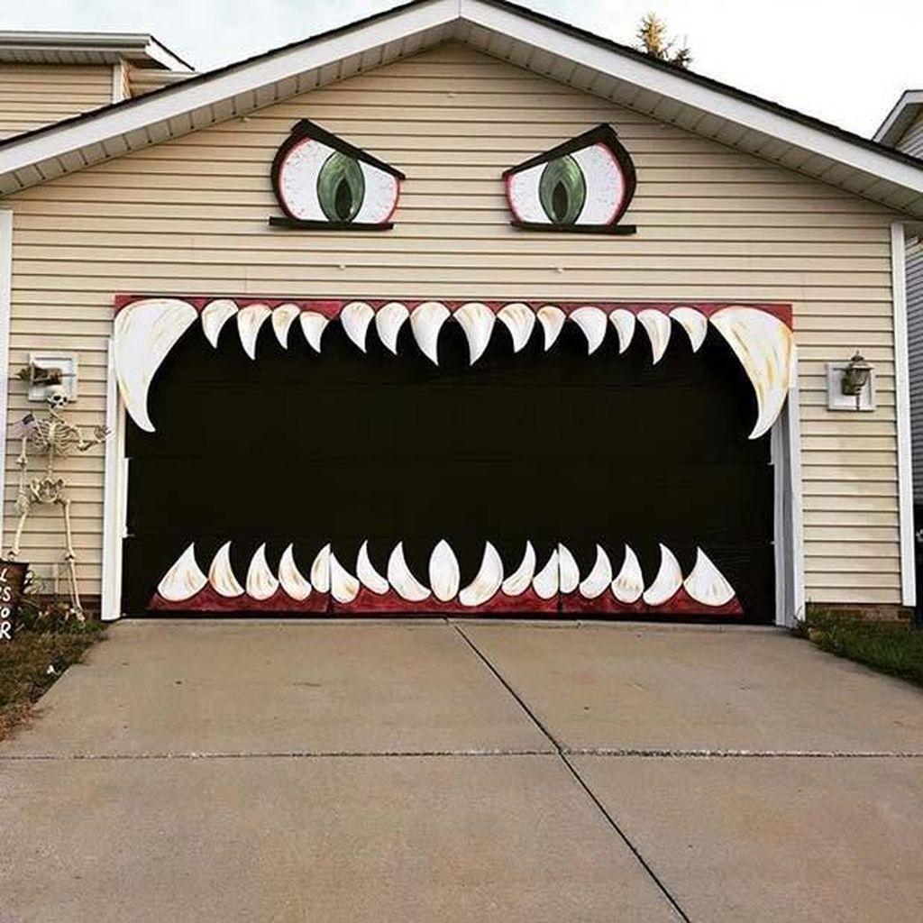 55 Brilliant DIY Halloween Decoration Ideas Trending Right Now - homelizm.com #diyhalloweendecorationsforinside