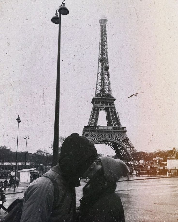 #love #couple #couplegoals #kiss #cutecouple #paris #france #europeantrip #europeancities