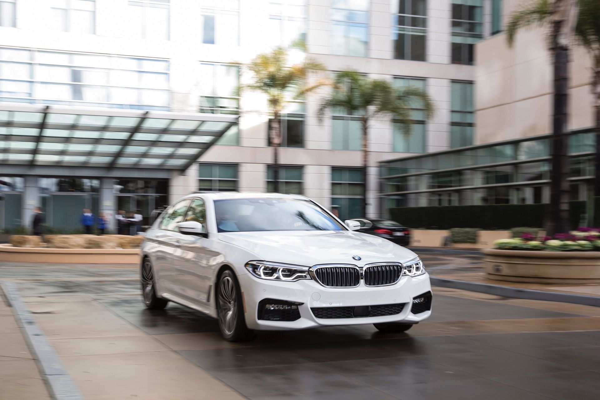 In a recent comparison test by Auto Express, the BMW 5 Series takes on its rivals, the Mercedes-Benz E-Class and the Jaguar XF.