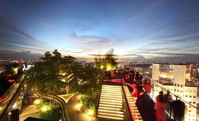 You Won T Believe These Amazing Restaurant Views Singapore Travel Rooftop Bar Travel