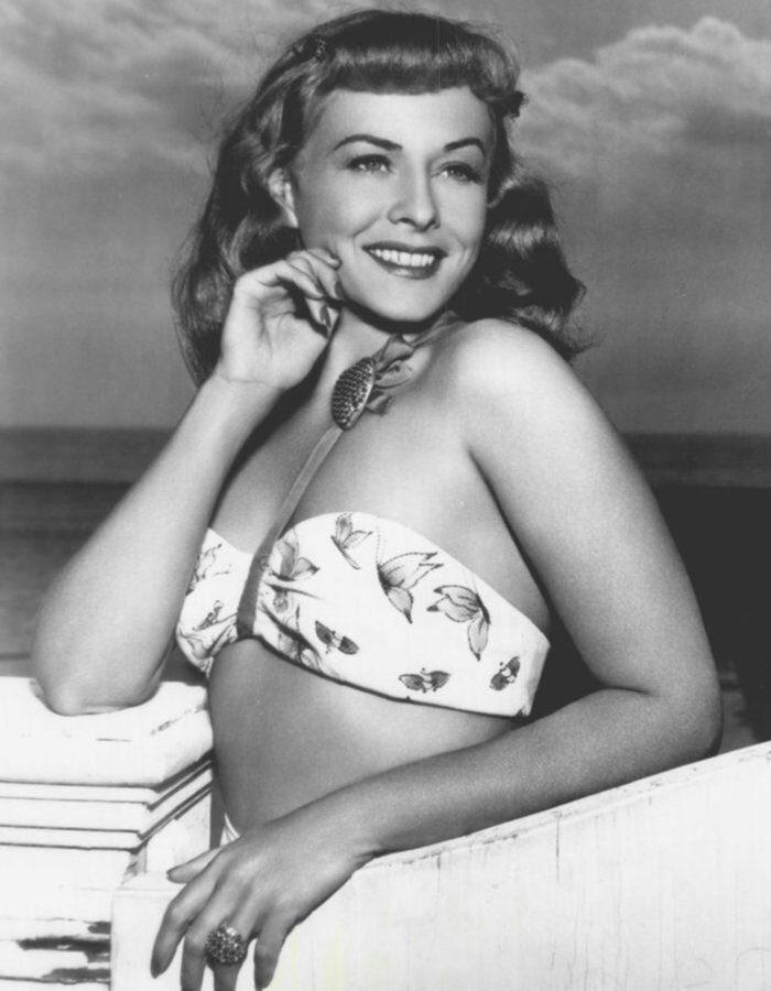 Sideboobs Cleavage Paulette Goddard  naked (39 photos), Snapchat, butt