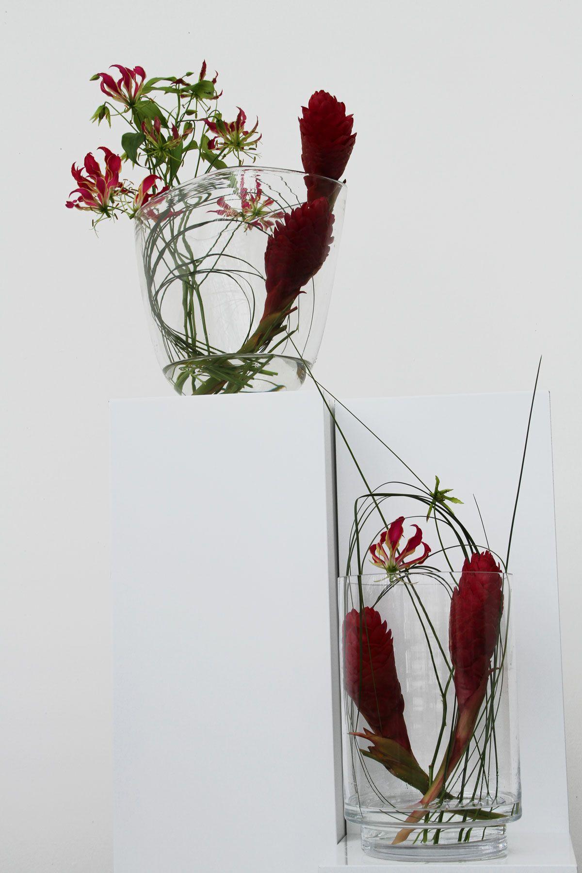 puristische Blumendekoration für Tische und Counter Gloriosa und