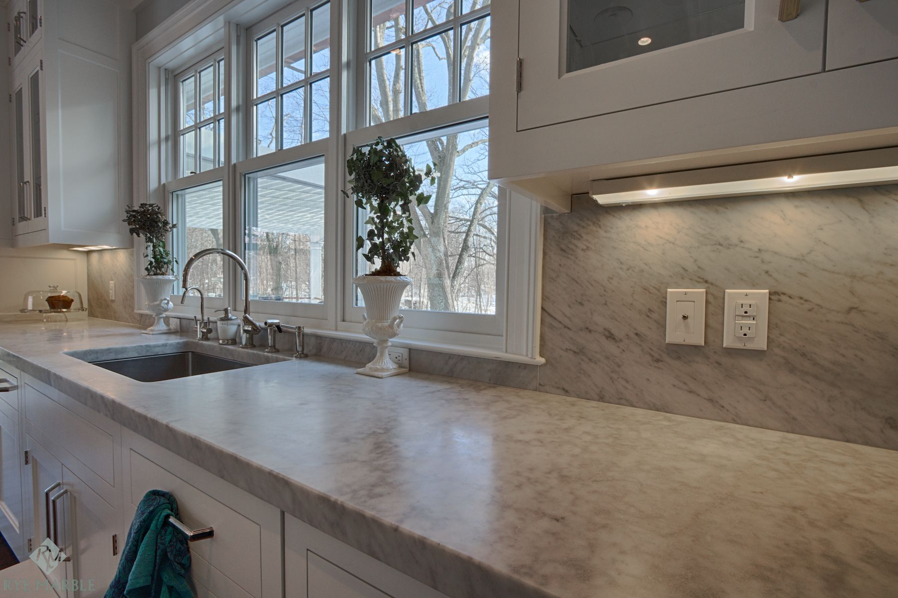 This Kitchen Features 2 Thick White Carrara Marble With A