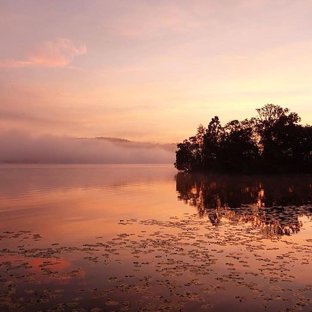 @wilde_oates kicking off the #helloworldrelay with a treat of a sunrise at Loch Lomond! So misty and calm.   There will be lots of snaps from Scotland today as we celebrate World Tourism Day with @helloworldau  #LoveGreatBritain #VisitScotland