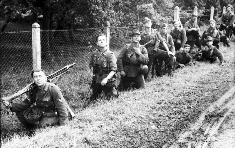 Épinglé sur World War II