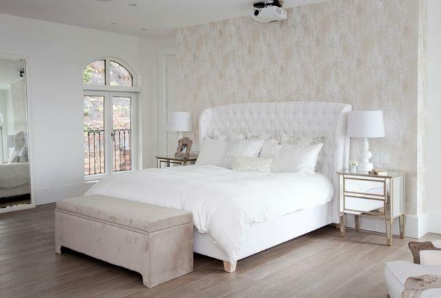Schlafzimmer einrichten Bett Kopfteil Laminatboden Beistelltische - schlafzimmer einrichten beige
