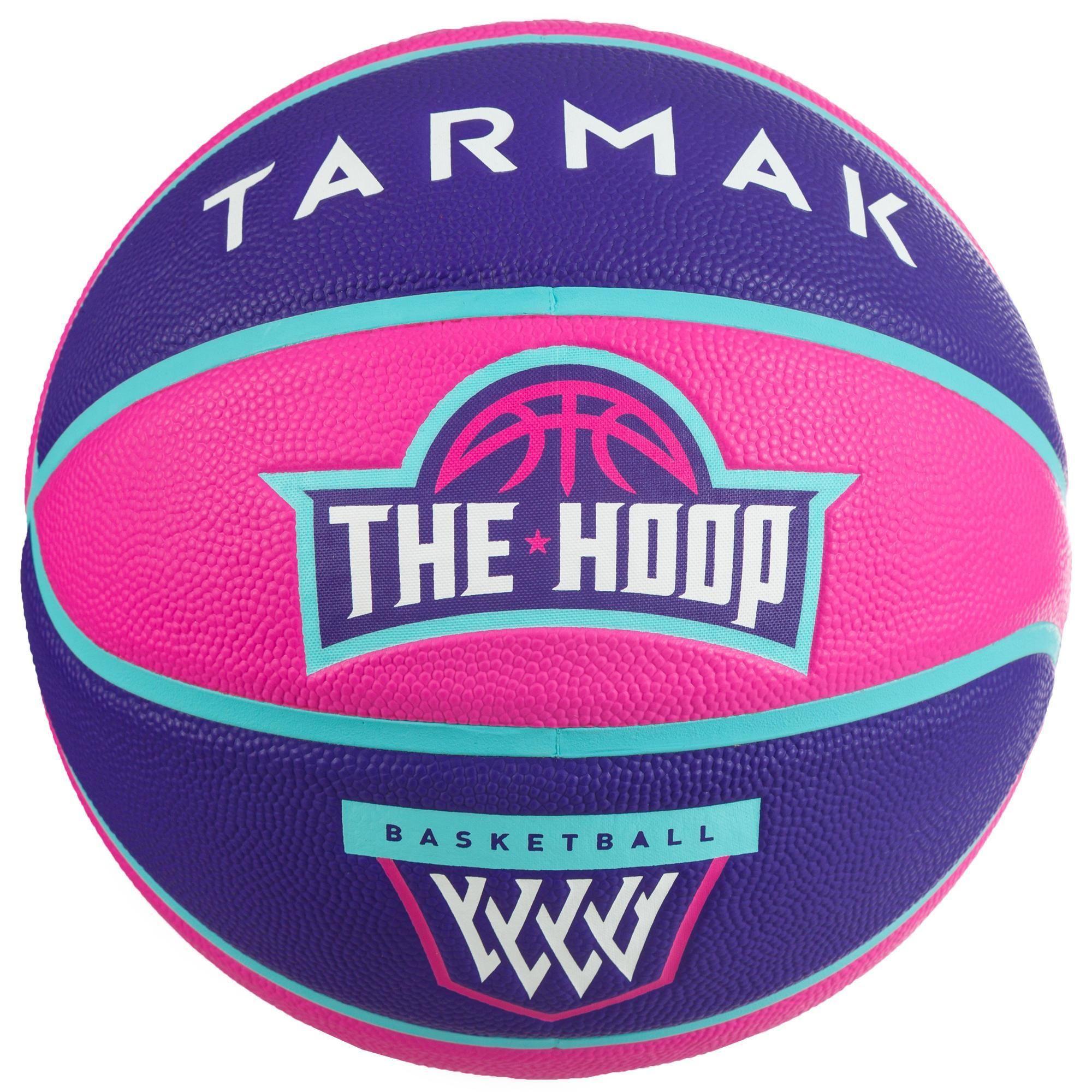 Basketball Ist Eine Sportart Bei Der Es Auf Geschicklichkeit Und Koordination Ankommt Um Kindern De Decathlon Tarmak Kinder Feuerwehr Kinder Basketball