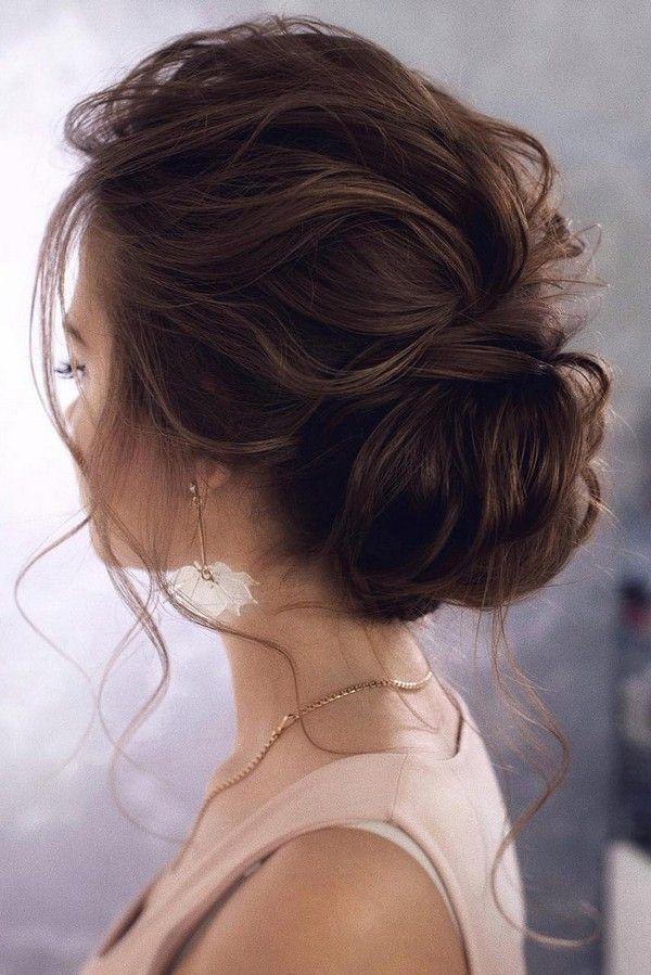 unordentlich elegante niedrige Brötchen Hochzeitsfrisur von Tonyastylist #hochz…