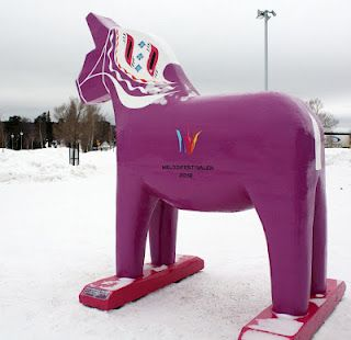 A purple Dala horse! Why didn't we see this while we were there! I would have loved a picture taken with it.