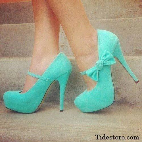 los zapatos azul