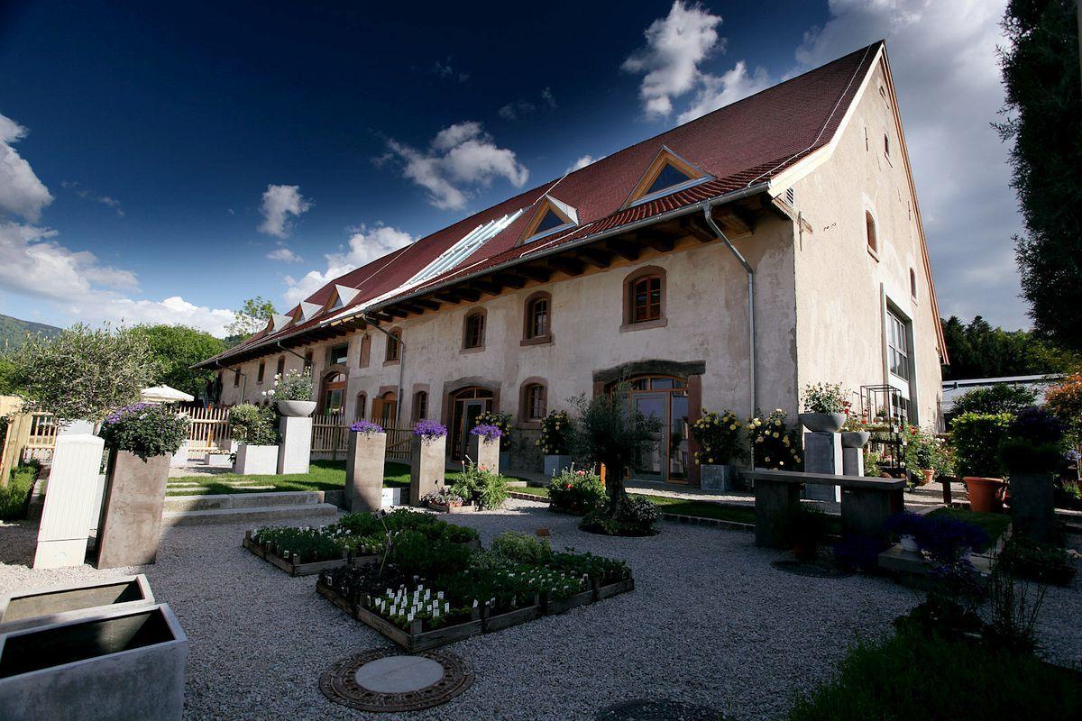 Rainhof scheune germany an enchanting farmyard hotel for Freiburg design hotel