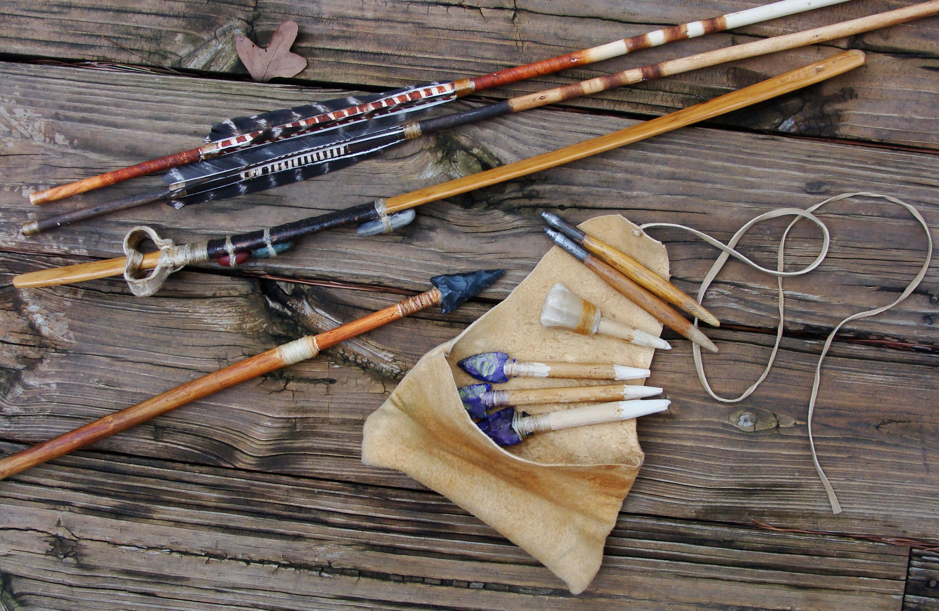 how to use an atlatl