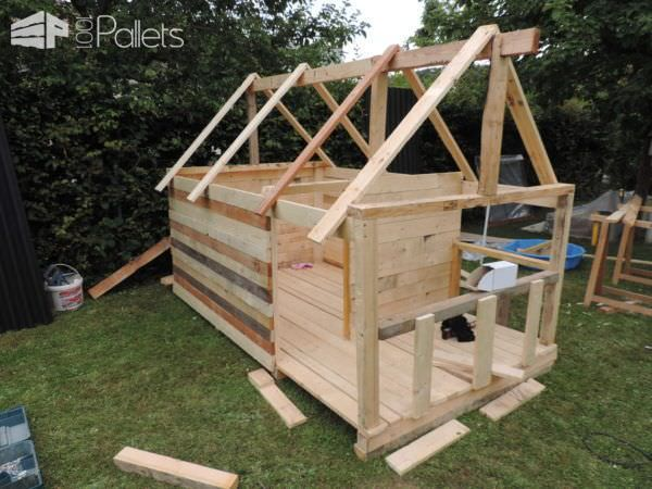 Maison De Jardin Pour Enfant / Pallets Kids House | Pallet wood shed ...