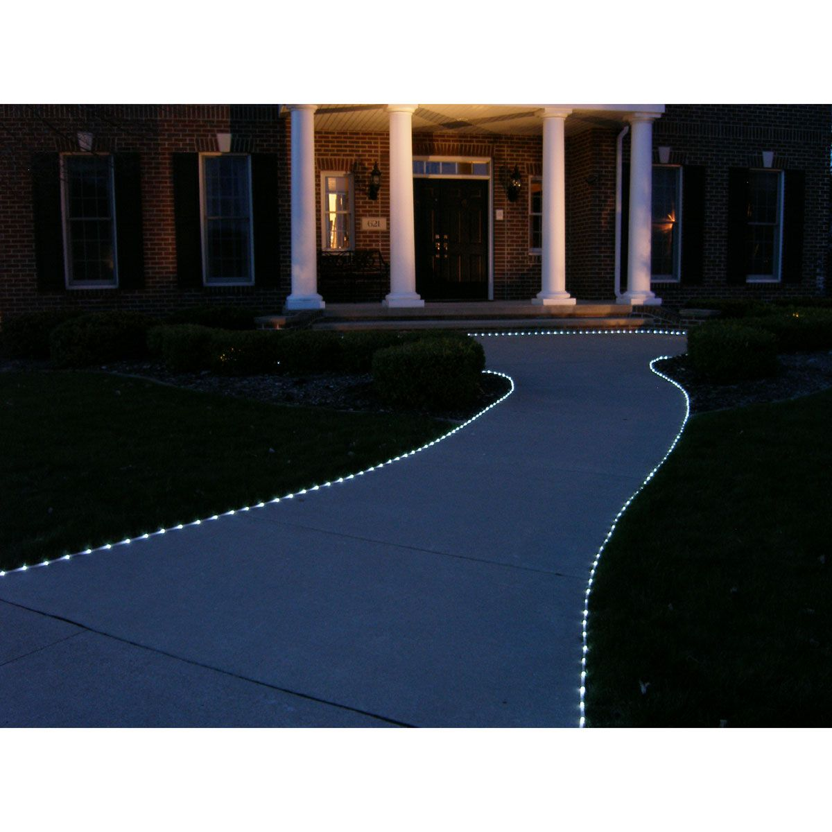 No Outlets Or Extension Cords Needed The 100 Warm White Leds Of These Cordless Led