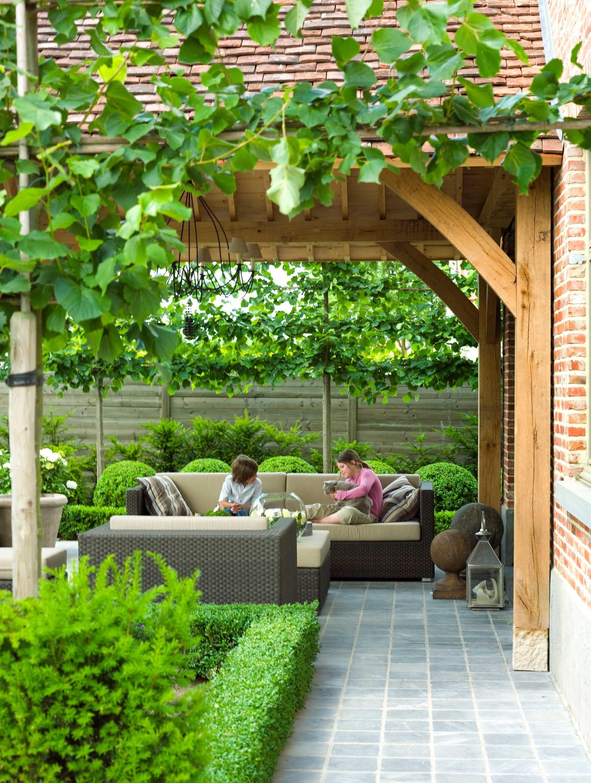 Overdekt terras hout lounge groen ideas en patios y for Jardines decoraciones
