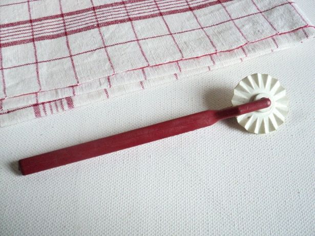French Pastry Crust Cutter - Red & White by La Belle Epoque Deco on Gourmly