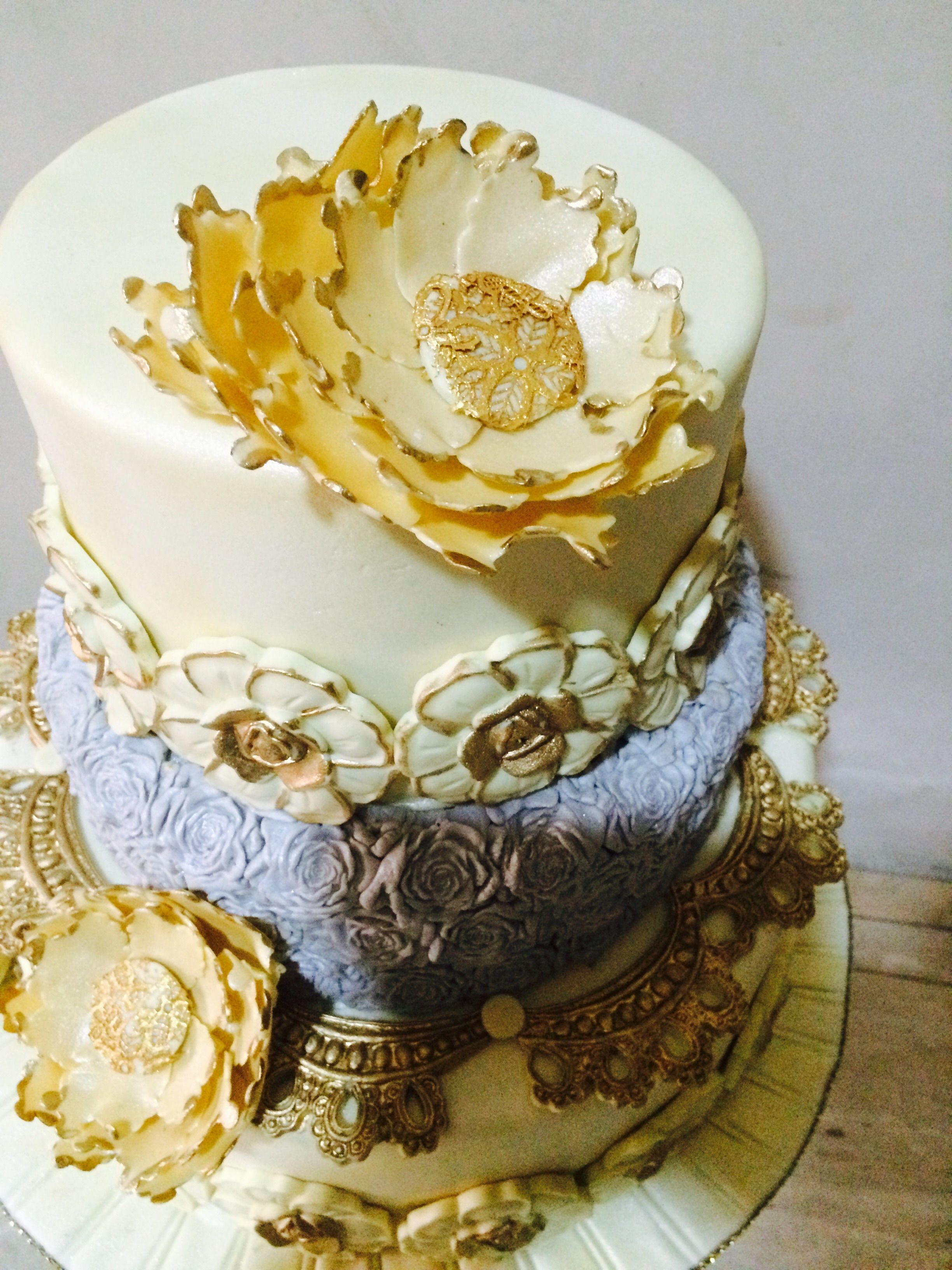 Cream and grey wedding cake with gold accent flowers. | Kwuzi ...