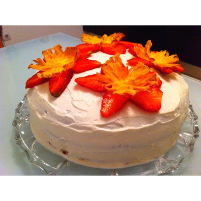 Cake dried pineapple flowers