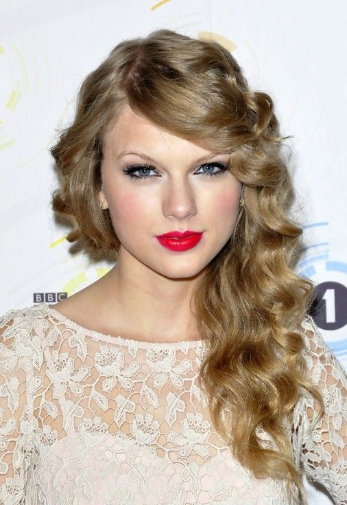 Curly Hair Styles With A Fringe : Taylor swift long curly hairstyle with side swept bangs