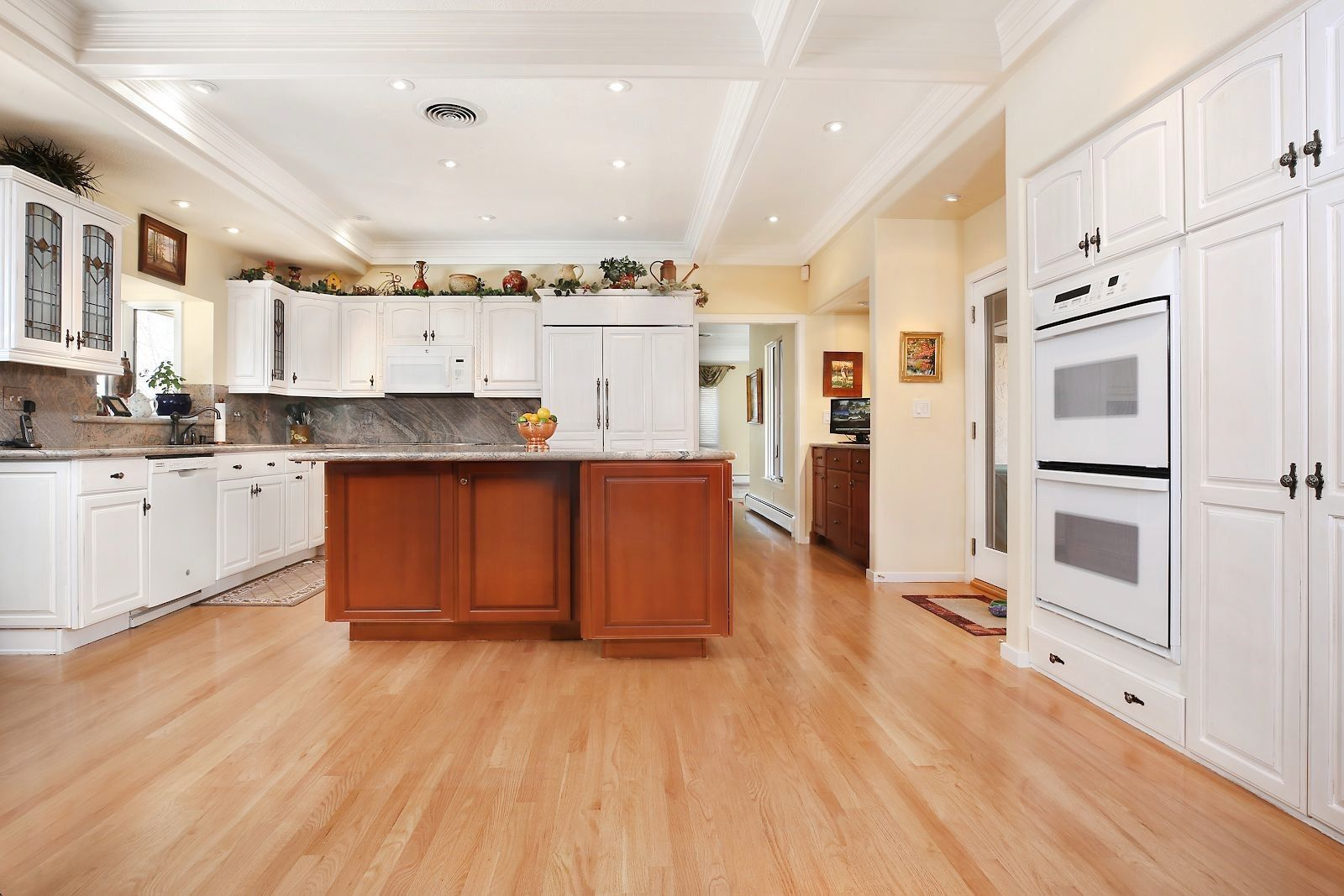 Fine Coming Home To A Gorgeous Kitchen And Like New Floors Is A Beutiful Home Inspiration Cosmmahrainfo