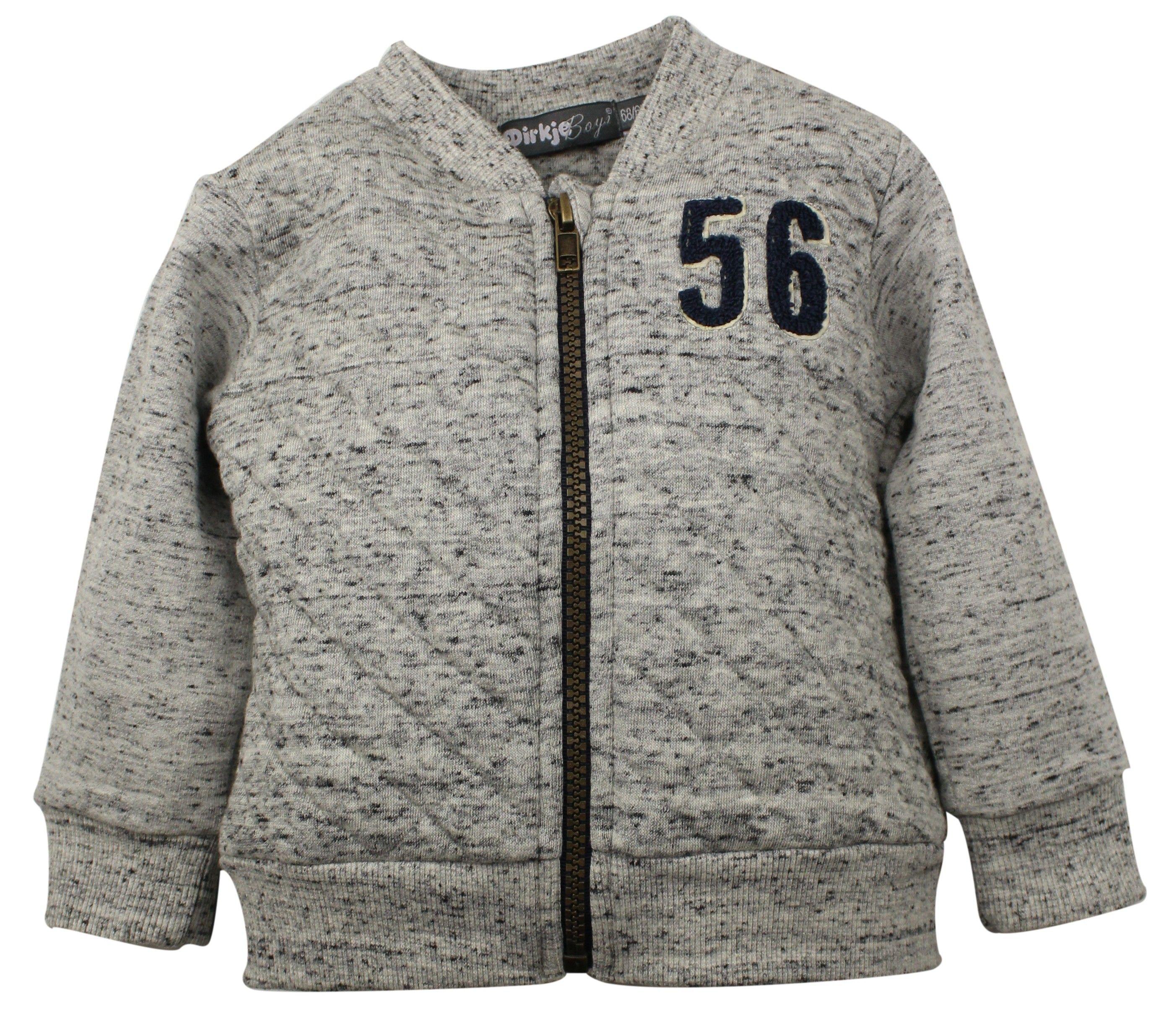Jongens jogging trouser 56 van het merk Dirkje Dit is een licht grijze jogging vest zonder capuchon met blauwe vlekjes in. De vest is voorzien van een rist sluiting.