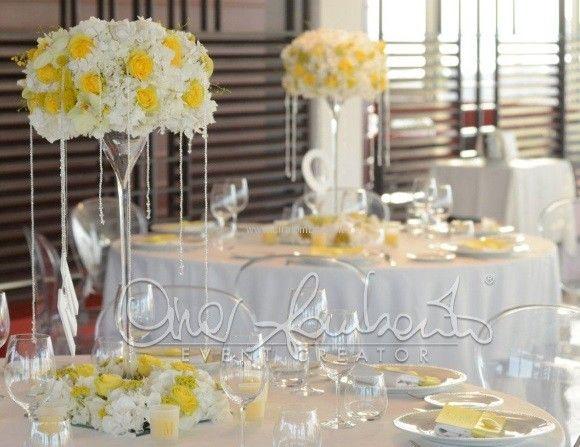 Matrimonio In Giallo E Bianco : Centrotavola alto giallo e bianco wedding flower