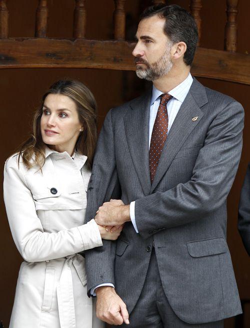 Cariñosos y muy cercanos, los Príncipes se despiden de Asturias tras entregar los premios con su nombre #royals #royalty #casareal #spain