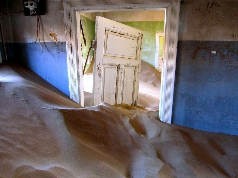 Kolmanskop Abandoned Ghost Town in the Namib Desert ...