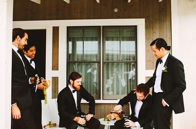Must-Have Wedding Photos of the Groom and Groomsmen
