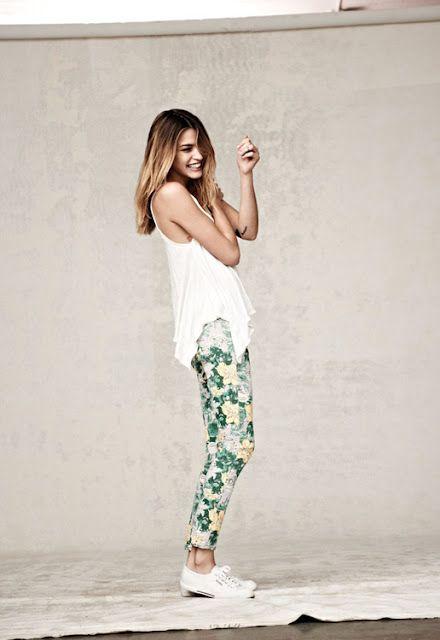 pantalones floreados, a ver cuando termina de llegar y en que se transforma, primavera verano 2012