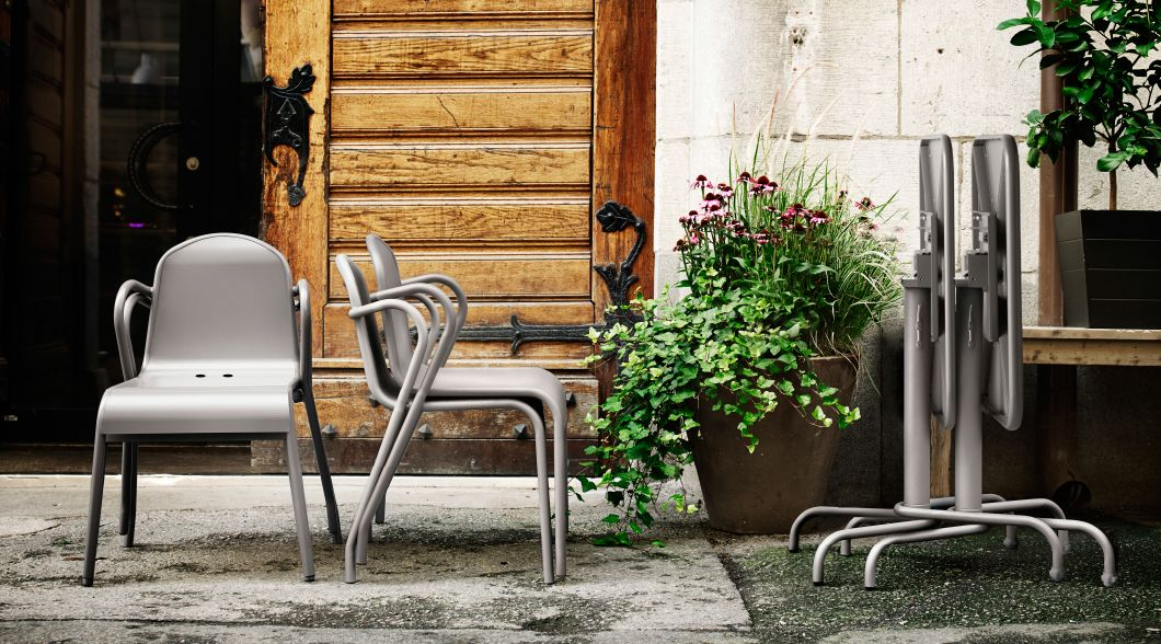 verschiedene m bel f r drau en im freien u a tunholmen tisch und tunholmen stuhl in grau. Black Bedroom Furniture Sets. Home Design Ideas