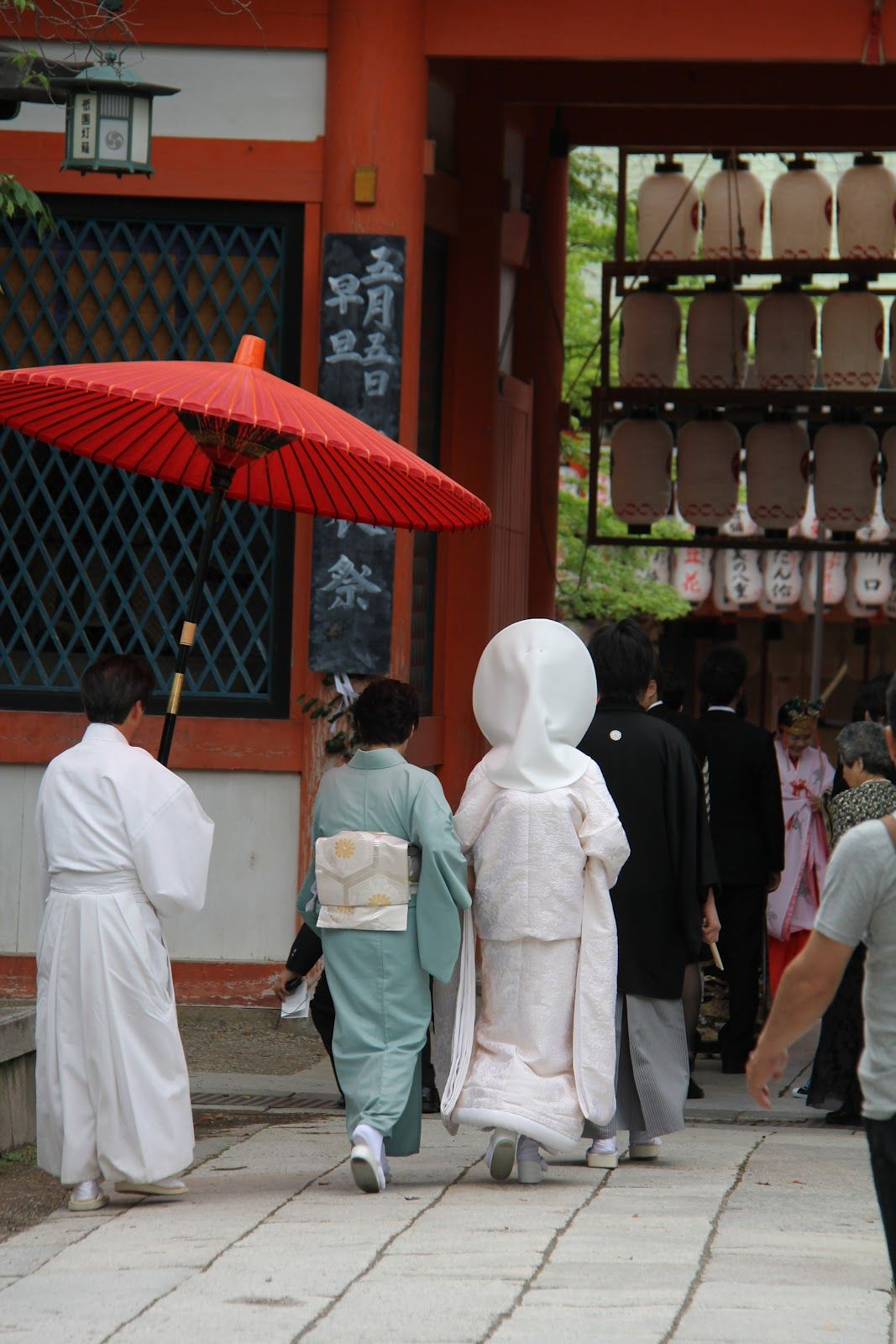 EATspeak: Izuju (Kyoto style sushi), a Sumie exhibition and Gion stroll...