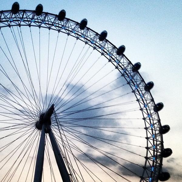 Das Foto wurde bei The London Eye von JOEL C. am 7/17/2013 aufgenommen